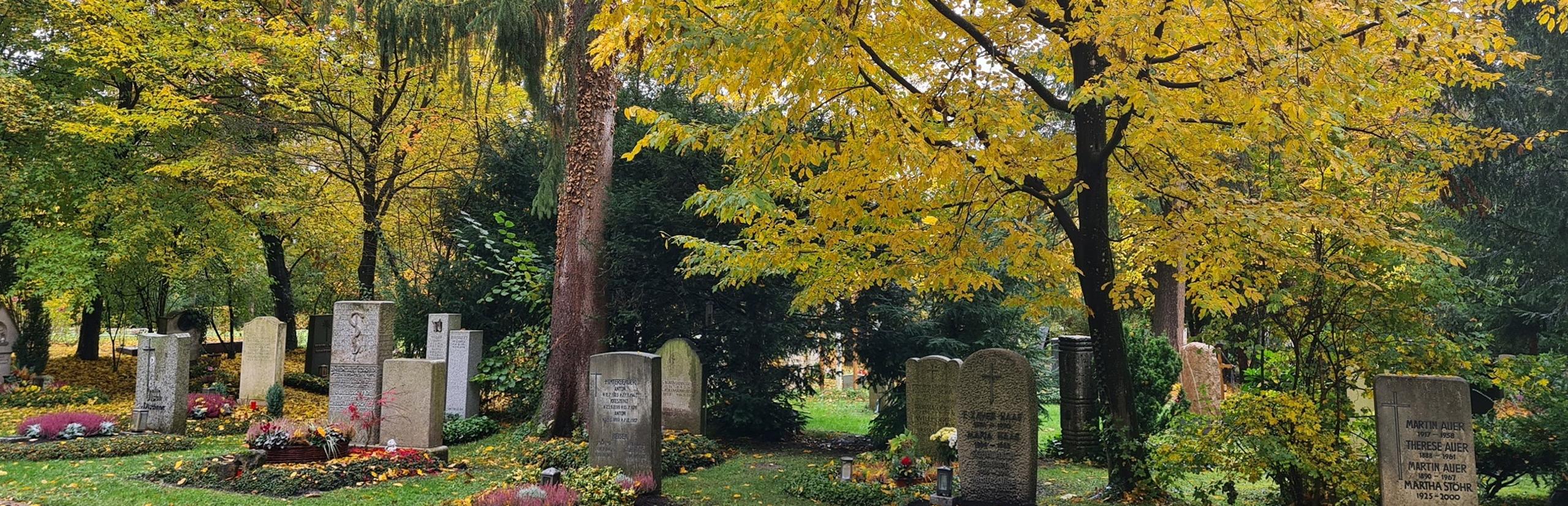 Trauerfeier mit Christian G. Binder auf einem Friedhof in München